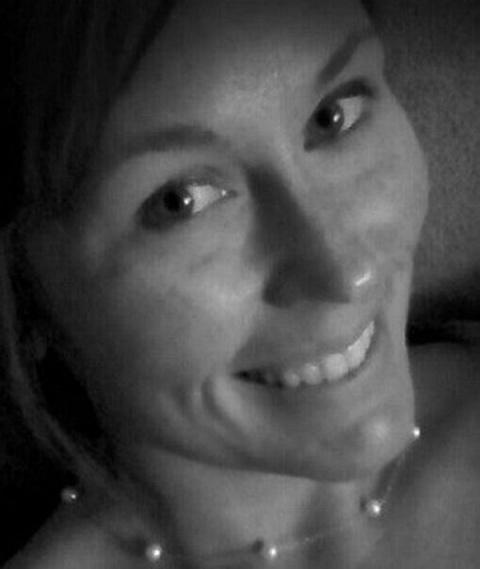 Она погибла, отправляя сообщение за рулем. Ее последние слова поразили весь Интернет...