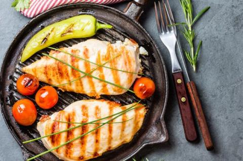 Грудка полезнее всего. Почему курица помогает сбросить вес?