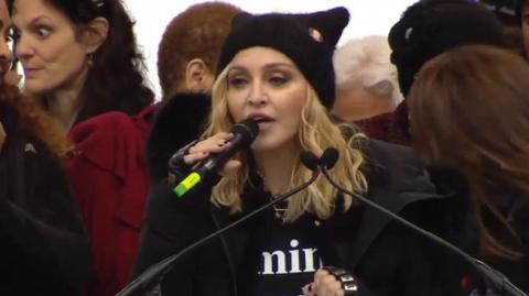 Телеканал CNN прервал прямую трансляцию, когда Мадонна начала материть Трампа