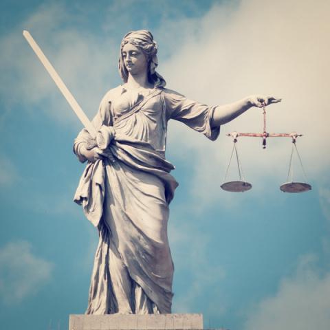 За что легендарную судью уголовники прозвали Зинка-вышка