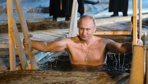 Видео - не фото! Путин на Крещение окунулся в прорубь в монастыре на Селигере 19 01 2018