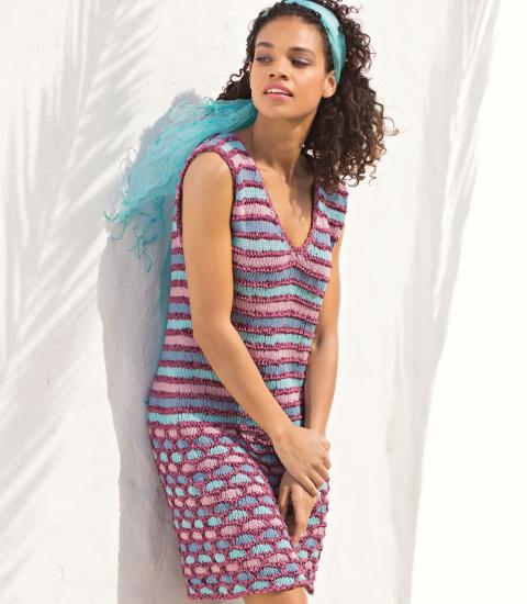 Платье с узором из сот и полос спицами