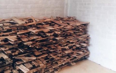 Он насобирал 40 мешков дров …