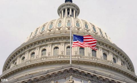 В США сенаторы-демократы нач…