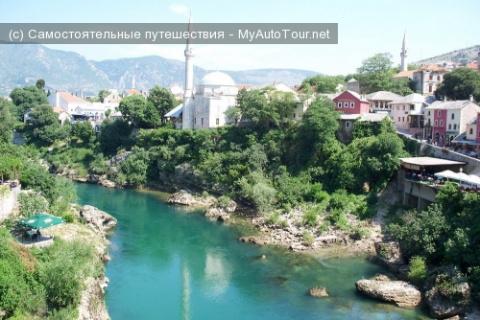 Мостар (Босния и Герцеговина) - город моста, минаретов и кладбищ.