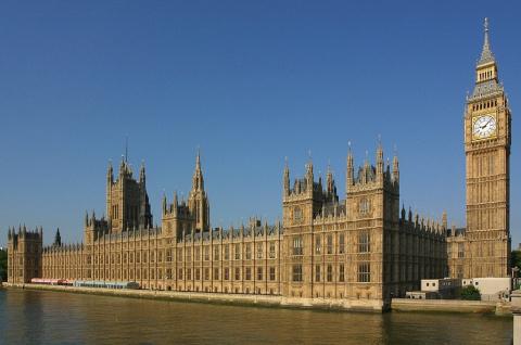 Британский парламент выступи…