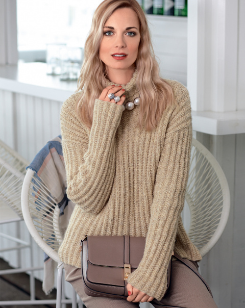 Простой свитер оверсайз спицами