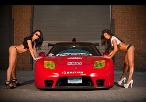 Очень красивые машины и очень сексуальные девушки