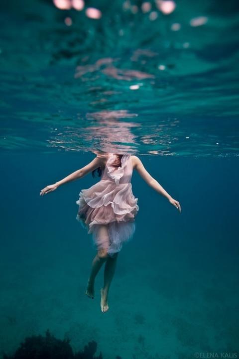 Отец позволил дочери утонуть…