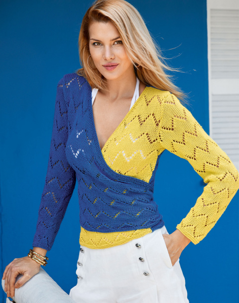 Пуловер с запахом спицами