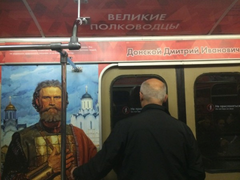 Захожу в вагон метро и… слов…