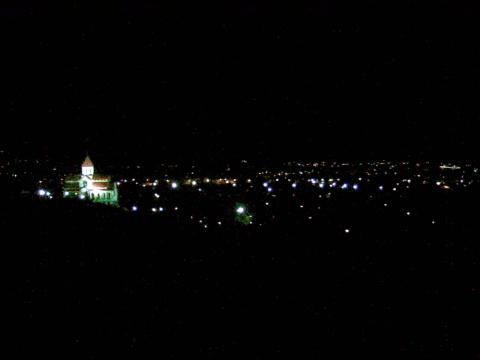 Ночной вид на Армянскую цековь и на въездной район города.