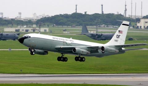 США обвинили Китай в перехвате самолета в международном пространстве