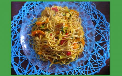 Китайская лапша с куриной грудкой и овощами . Фото-рецепт. Olga Dell