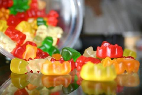 Посмотрите, из чего сделаны эти любимые детские конфеты! Волосы дыбом!