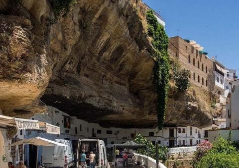 Удивительный городок в скале…