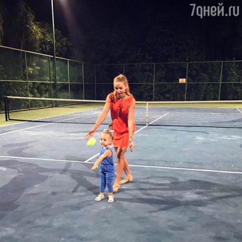 ВИДЕО: Первый урок по теннис…