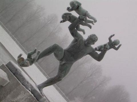 Необычные памятники из коллекции кошмаров