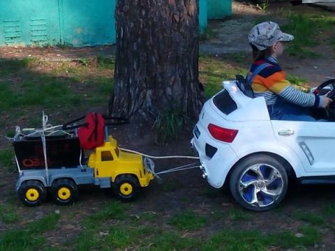 Житель ОбьГЭСа решил проблему энергоснабжения детской машины