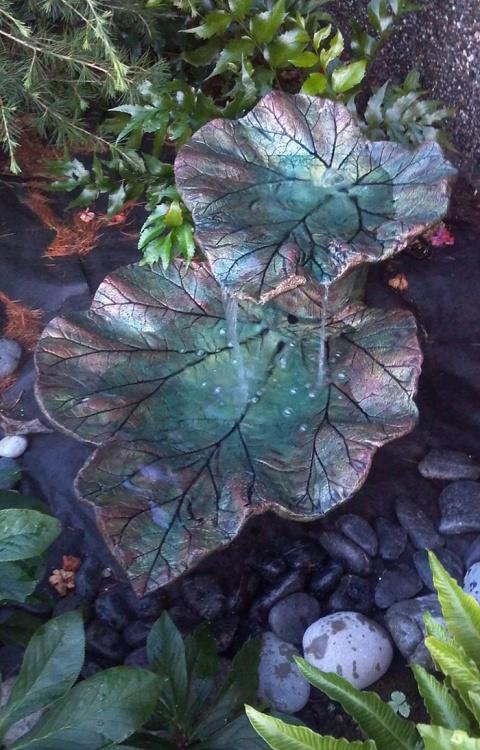 Волшебный садовый декор из листьев лопуха