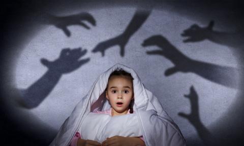 Ребенок боится темноты, врач…