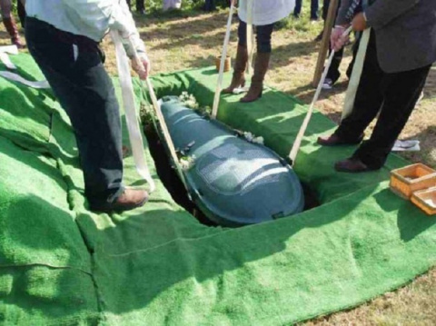 Муж хотел, чтобы его похоронили со всеми деньгами. И вот, что сделала хитрая жена..