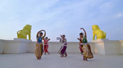 Потрясающий индийский танец …