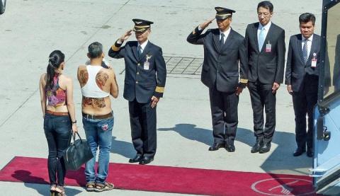 63-летний принц Таиланда взо…