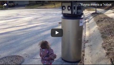 Девочка, принявшая водонагреватель за робота, стала звездой YouTube