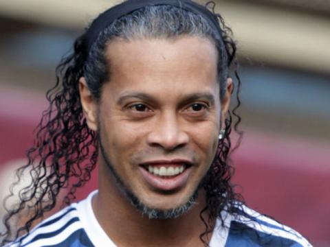 Футболист Роналдиньо официал…