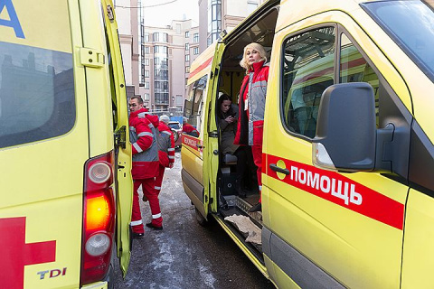 В Подмосковье сотрудница МВД напилась коньяка и устроила драку с врачом скорой помощи