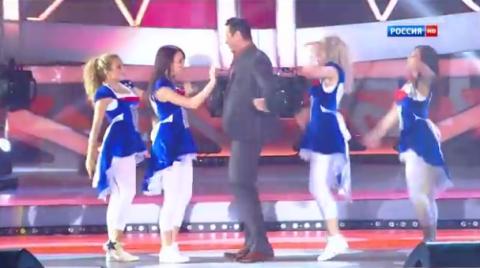 Женщины, я не танцую. Все внимание на девочку…