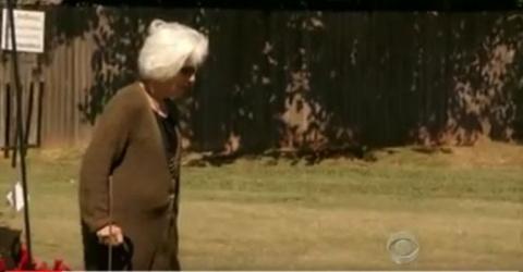 Эта пожилая женщина отправил…