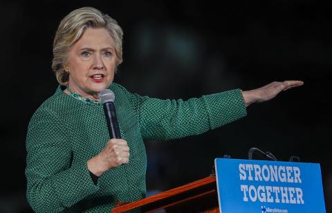 Клинтон: Трамп дискредитируе…