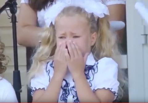 Минутка настоящего юмора: первоклашка расплакалась, читая стих про школу