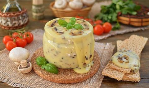 Нереальная вкуснятина — домашний плавленый сыр с шампиньонами!