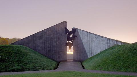 Власти Эстонии допустили частичный снос советского мемориала в Таллине