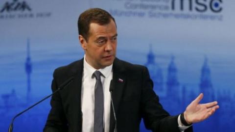 Медведев изменился в лице из…