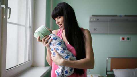 В России установят ежемесячное пособие на рождение первенца до полутора лет