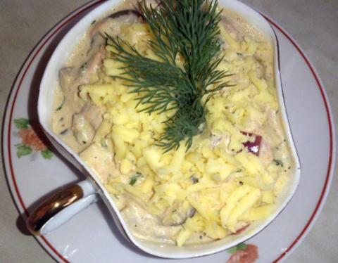 Салат из тунца с яйцами и луком