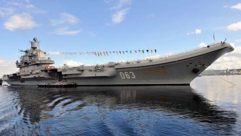 Шесть кораблей НАТО встали н…