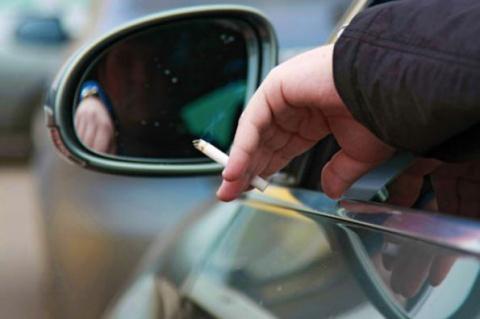 Как курить за рулем, чтобы не спровоцировать ДТП (видео)