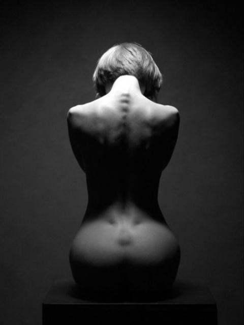 Чёрно белая обнажённая красо…