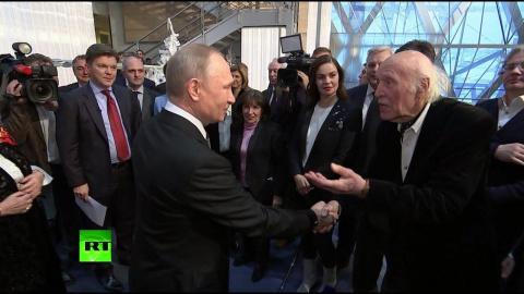 Кого/чего побаивается тов. Путин.