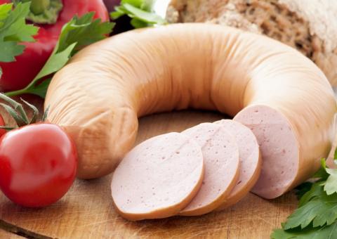 Не покупайте вареную колбасу - лучше сделайте сами! Вот простой рецепт