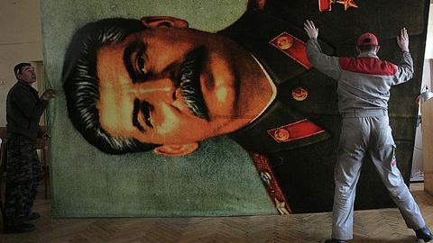 МГЮА объяснила появление доски Сталину, из-за которой уволился Резник
