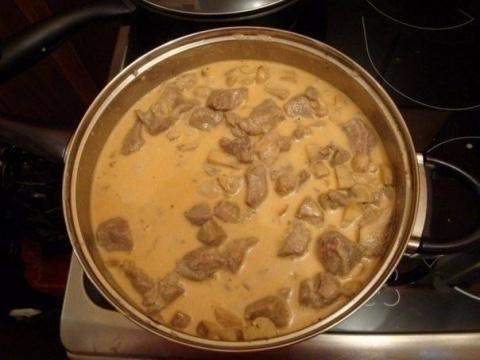 Мясо в сырном соусе. Вкусное…