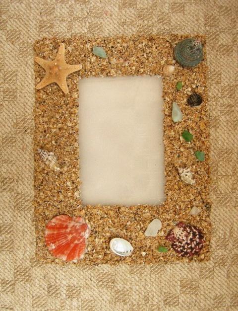 Красивая рамка из песка и ракушек