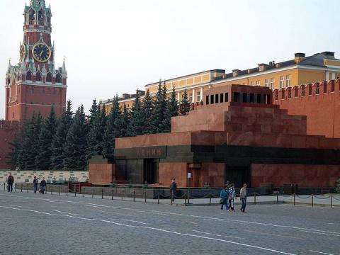 Лидер КПРФ - Путин против перезахоронения Ленина