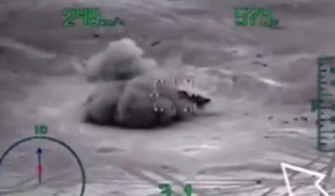 Небесный огонь возмездия: кадры уничтожения ВКС РФ боевиков, напавших на российскую военную полицию под Хамой